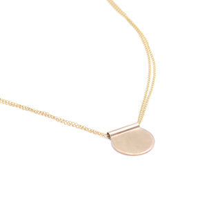 Favor Jewelry Lira Necklace - minimalist circular pendant on a gold chain