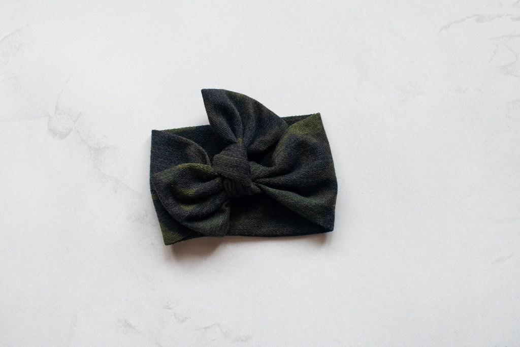 Emma Grace Shoppe- Handmade Bow knot - Black