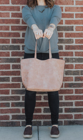 Outfit with pink beige handbag tote bag