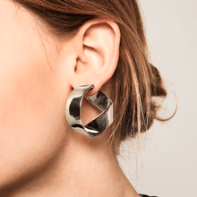 Gravity Silver Earrings - GARIAN Hong Kong