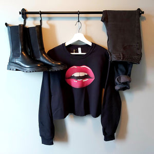Red lip - cropped crew neck sweater