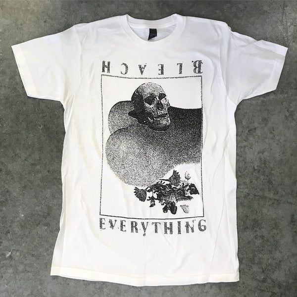 "BLEACH EVERYTHING Unisex T-Shirt (""Skull"")"