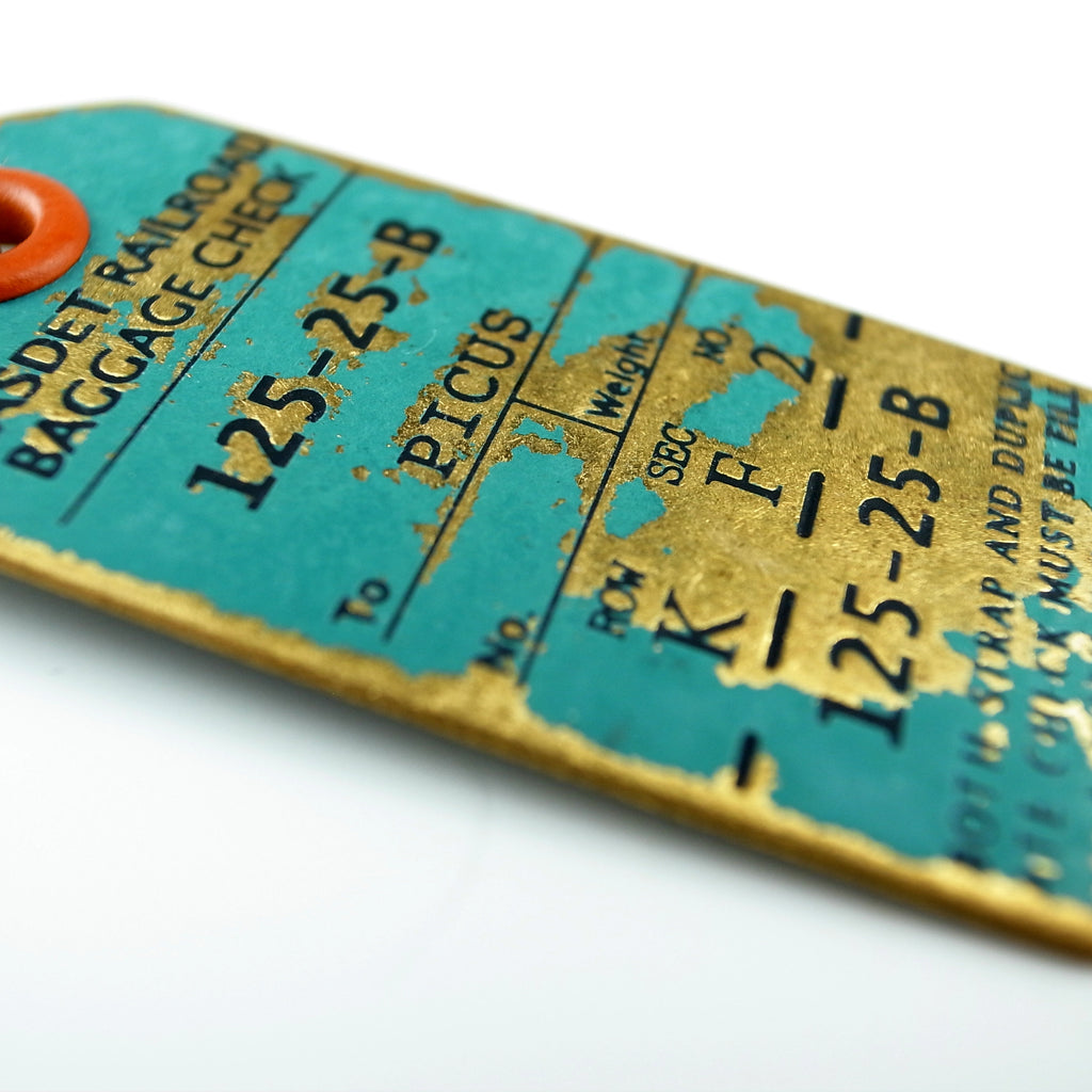 Brass Nostalgic Special Design Luggage Tag Key Ring Painted