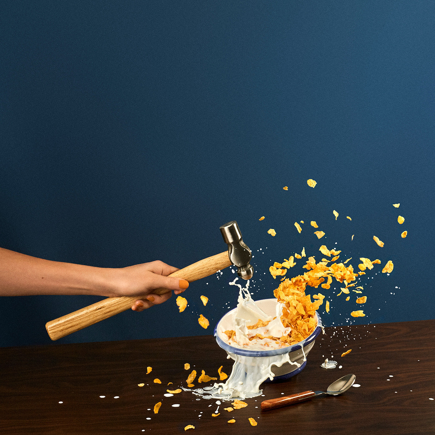 Smashing cereal. An image from Break/Fast by Fragmento Universo