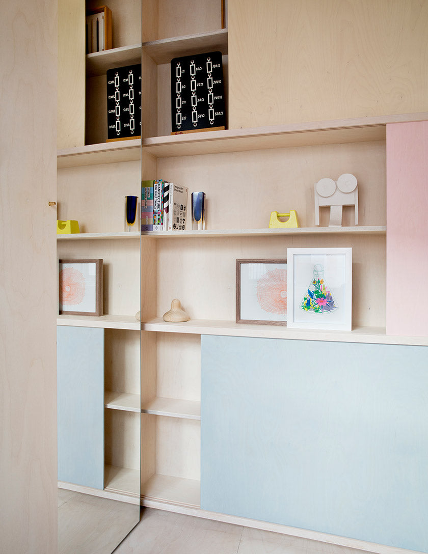Pastel colored sliding doors in front of shelves keep the interior of the London studio even more calm. (Photo: Rei Moon)