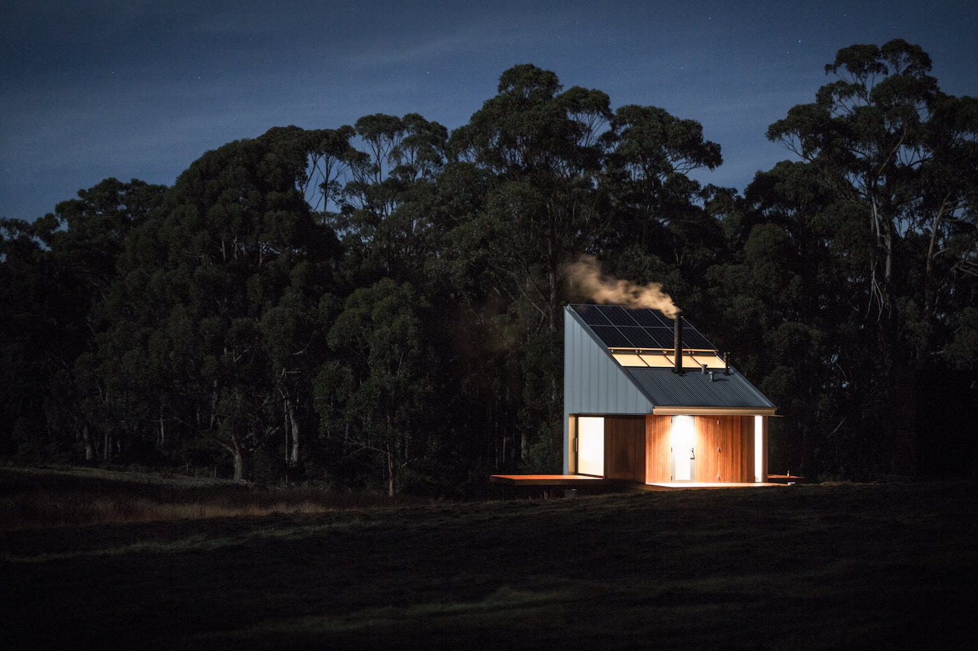 A cabin on Bruny Island (Tasmania, Australia) by night. (Photo: Rob Maver)