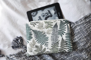 Green Thumb Kindle Pouch