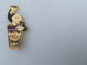 Washington DC 2000 10TH Anniversary Wide eyed Judge with a raised gavel B8-335-10448