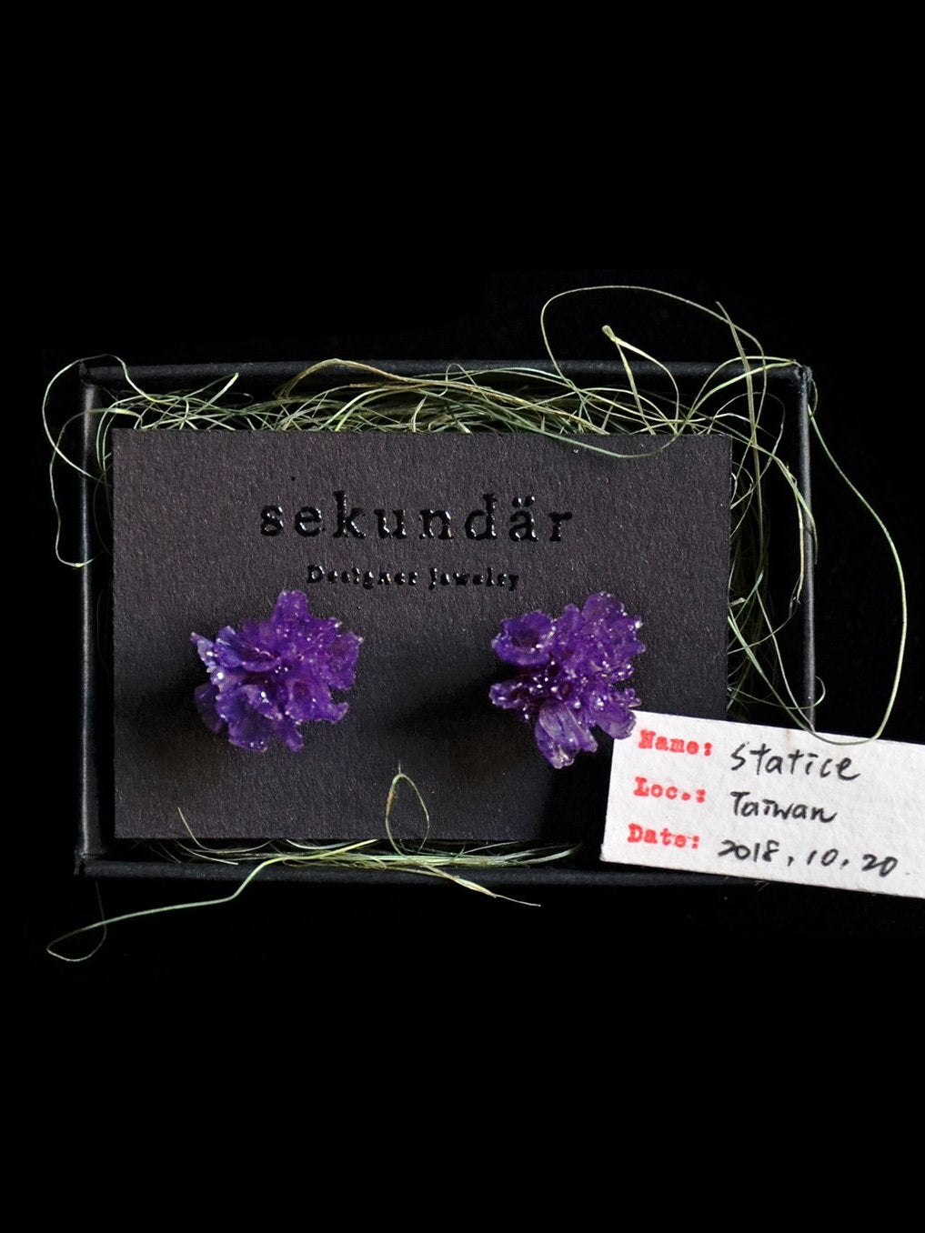 Sustainable Real Flower Earrings made from purple Taiwanese Statice | Nachhaltige Blumenohrringe aus echtem Taiwanesischem Sandglöckchen in lila