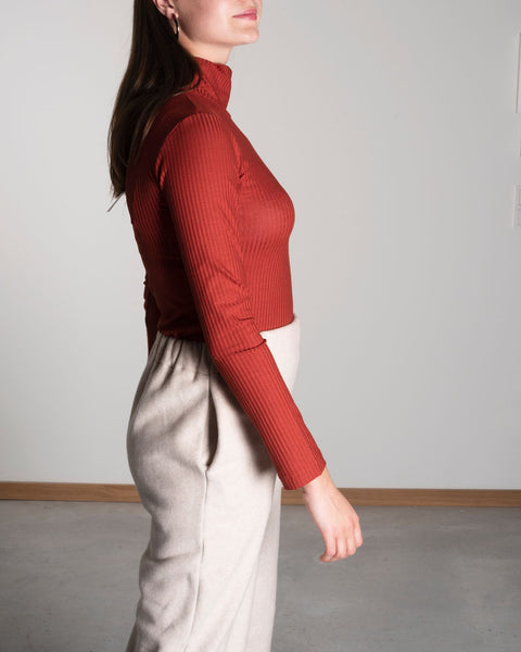 JAN 'N JUNE copper coloured turtle neck sweater | Rostoranger Rollkragenpulli aus Tencel Jersey