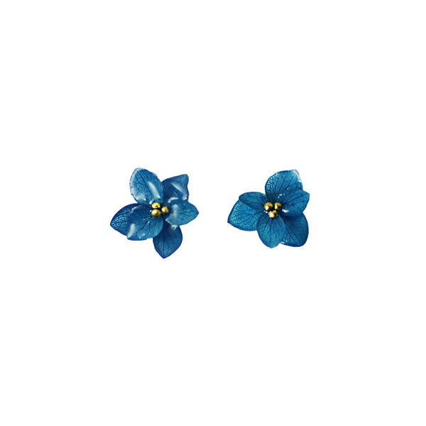 Sustainable Flower Earrings made from blue Japanese Hydrangea | Nachhaltige Blumenohrringe aus blauer japanischer Hortensie