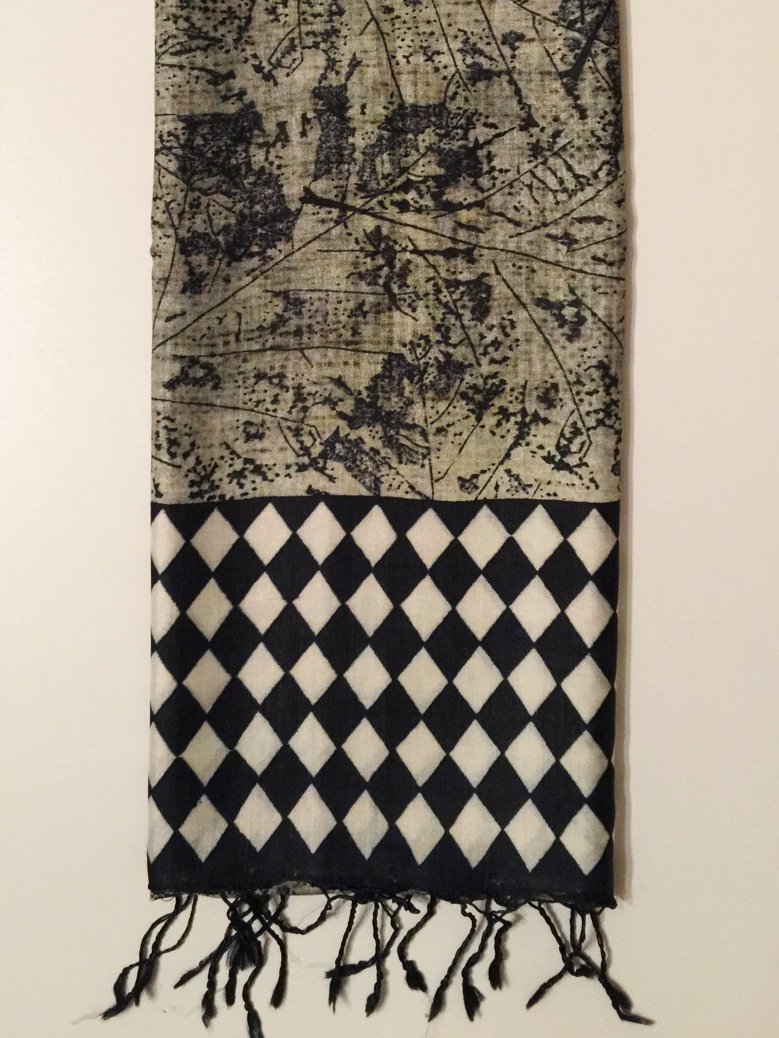 Peace silk scarf black and white checked blockprinted Folklorica | Eri Seidenschal handgewebt Karo