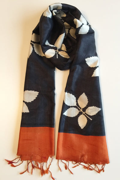 Peace silk scarf handloom black orange leaf blockprinted Folklorica | Eri Seidenschal handgewebt