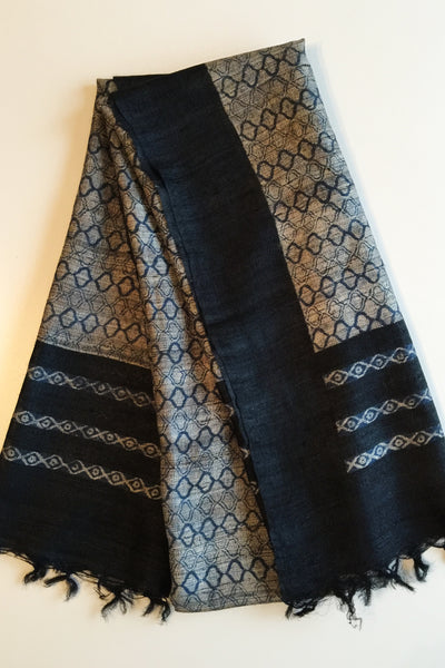 Peace silk scarf black and white blockprinted Folklorica | Tussar Seidenschal handgewebt