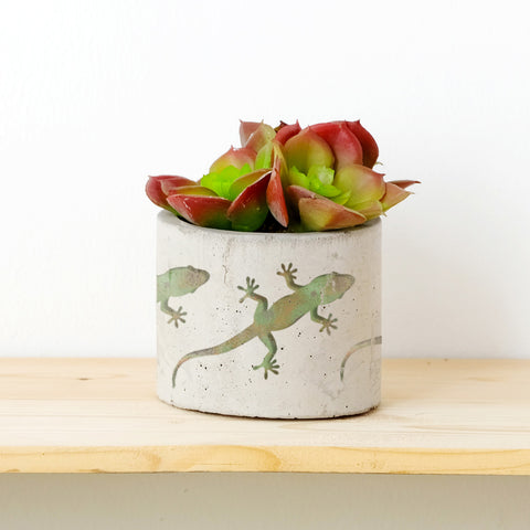 CraftStar Gecko Stencil on Plant Pot