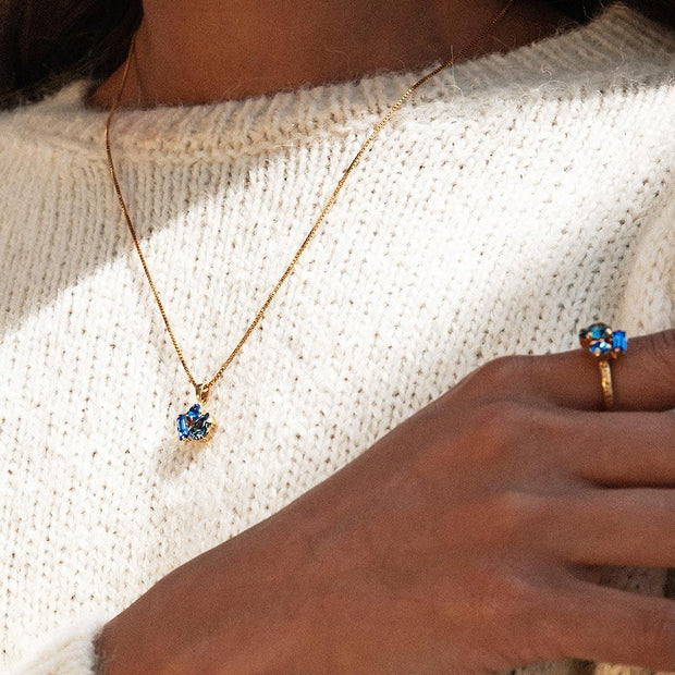 Isa Necklace / Blue Combo