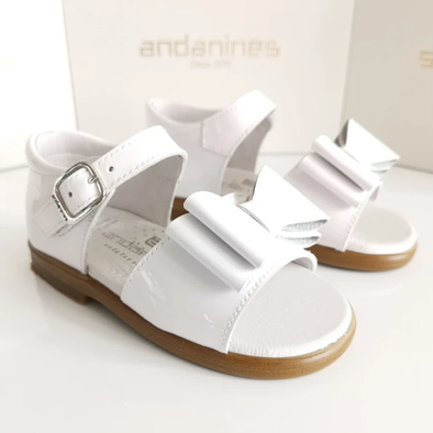 Andanines Girls White Double Bow Patent Leather Sandals 181851