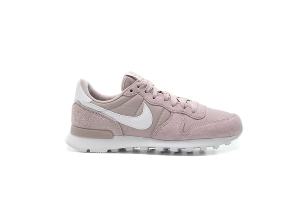 "Nike WMNS INTERNATIONALIST ""PLATINUM VIOLET"""