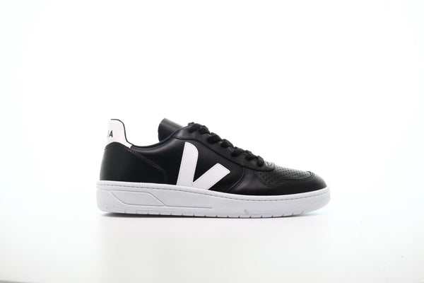 "Veja V-10 Leather ""Black And White"""