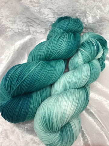 Sea foam fade 4ply sock yarn