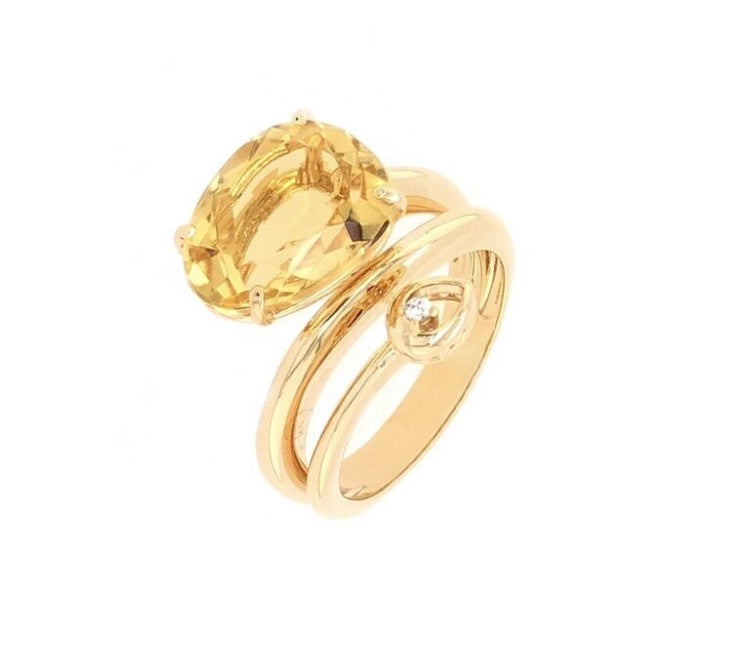 From our Vianna Brasil collection 18k yellow gold  Citrine 4.5 cts & one round diamond 0.013 cts 6.75 size (sizable) 10.20 mm wide