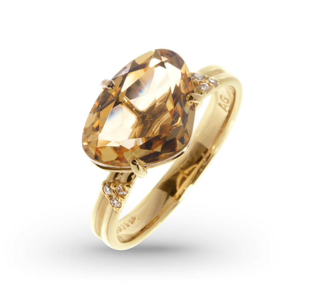 From our Vianna Brasil collection  18k yellow gold  7.0 size (sizable)  Oval citrine & round diamonds 0.07 cts  13.00 mm wide