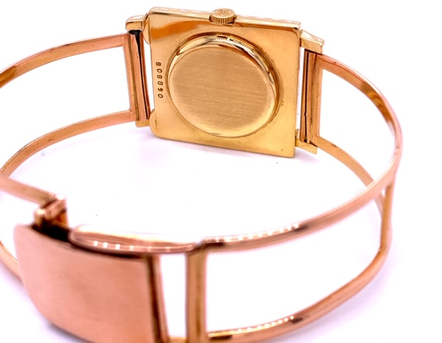 18k yellow gold  Gold hour markers  Manuel wind  Original crown  Original dial   Custom made gold bracelet with clasp  Good working condition