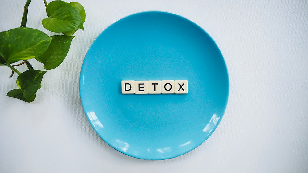 Blue Plate with Detox written in the middle