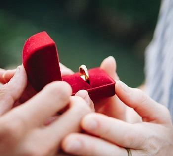 How to Gift a Ring to a Boyfriend