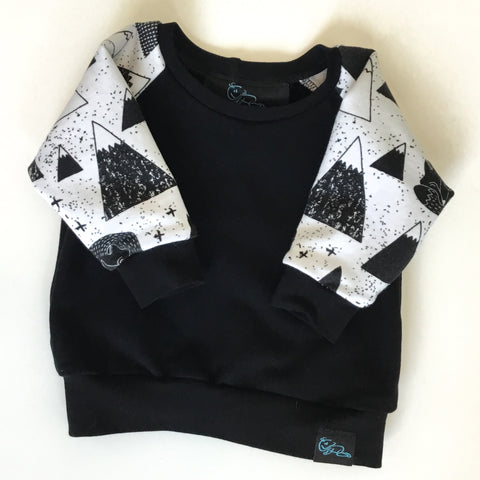 Crewneck-Black and White Mountain