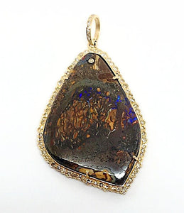 Opal pendant in Rose gold and diamond