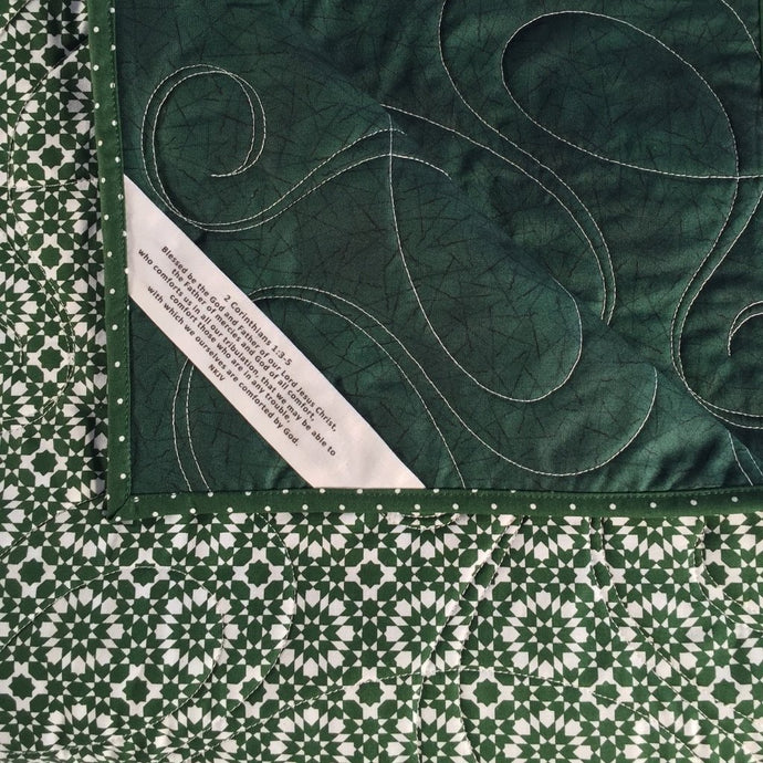 Comfort Quilt in green geometric start print fabric