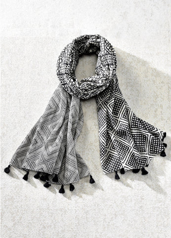 Printed Scarf with Tassels