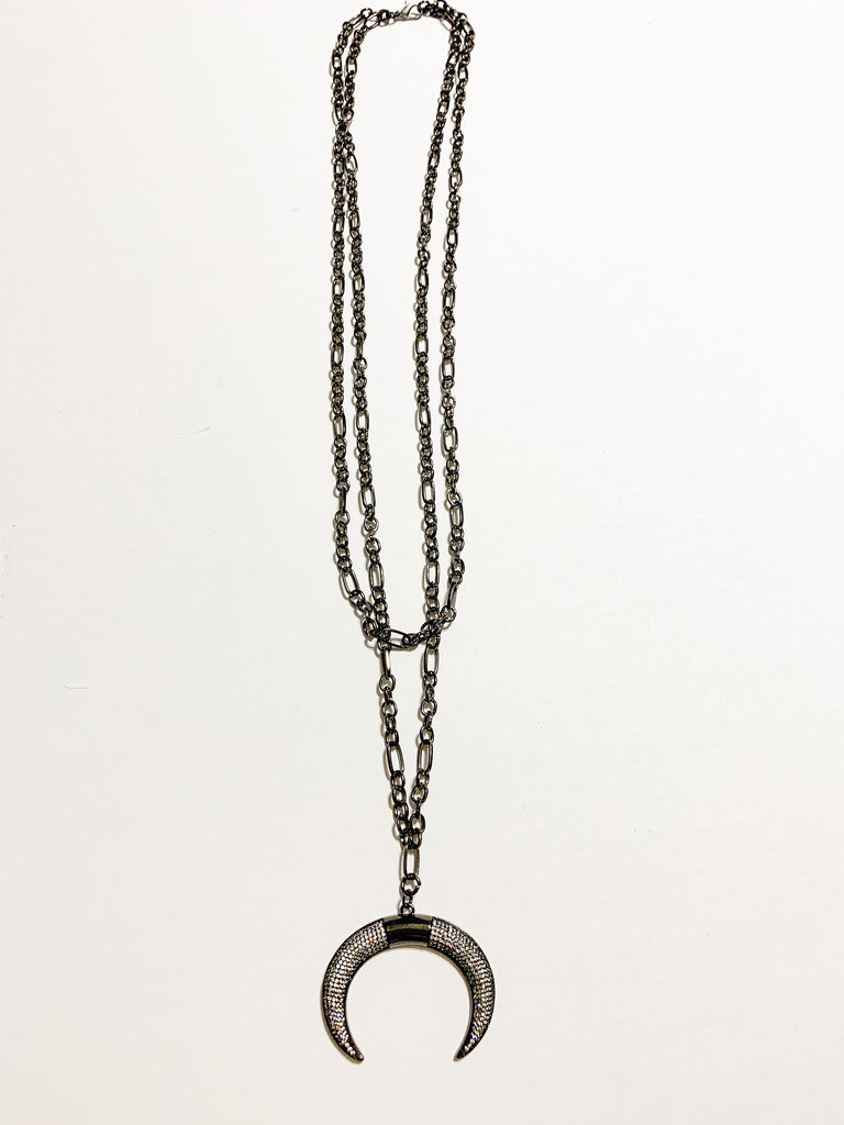 Double chain layered horn | pave