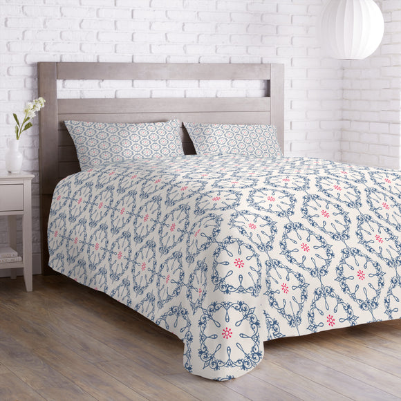 Symmetrical floral Ornaments Duvet
