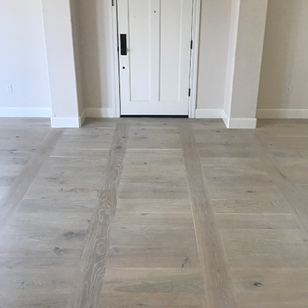 Wide Plank Prefinished And Unfinished European Oak Hardwood Flooring
