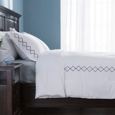 PUREDOWN - 3 Piece Down Alternative Comforter Set, Includes Pillow Shams, Diamond Embroidered Pattern, White - Puredown