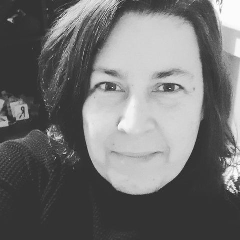 Head shot, black and white photo of author Zahra Jons.  She is wearing a black turtleneck and her dark hair is to her shoulders.