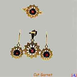 92.5 Silver, Flower shape Gold Plated Jewelry Set (Ring,Pendant,Earrings), Cut Garnet