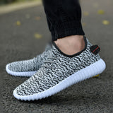 BREATHABLE LIGHTWEIGHT MESH RUNNING SHOE