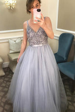 A-Line/Princess V-neck Tulle Floor-Length Prom Dresses