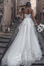 A-Line/Princess Tulle Chapel Train Wedding Dresses with Appliques Lace