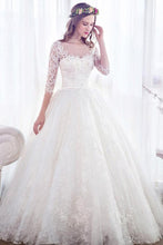 A-Line/Princess Lace 3/4 Sleeves Court Train Wedding Dresses