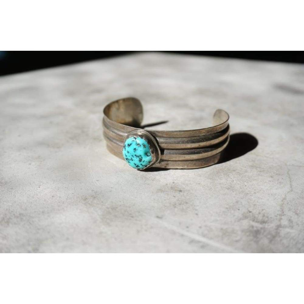Single Turquoise Stone Cuff | Vintage - JEWELRY - gilbert adakai jewelry native american jewelry Navajo jewelry sterling silver turquoise
