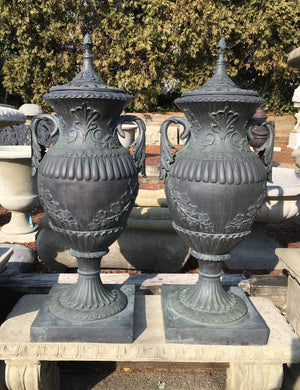 Urn with Top - Pair