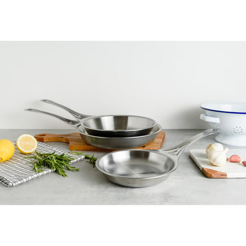 17cm Seamless Stainless Steel Frying Pan