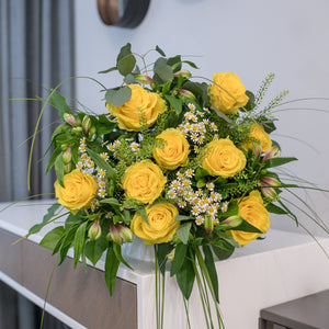 Roses and chamomiles bouquet