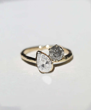 Dual ring, white pear & salt & pepper diamond