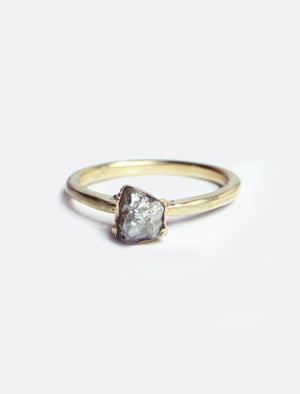Zuki Ring with Rough Diamond