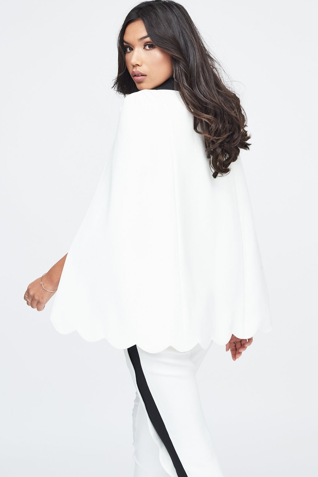 Scallop Cape in White